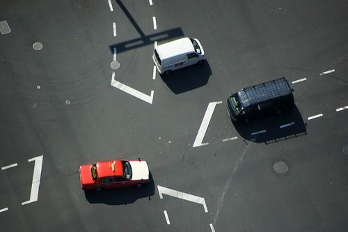"""Verkehrsunfallhaftung beim Einfahren in eine """"volle"""" Kreuzung"""