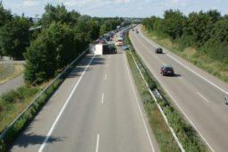 autobahn-837643_640