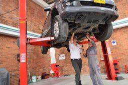 Verkehrsunfall – Geschädigte darf ein Fahrzeug nach eingeholtem Schadensgutachten verkaufen