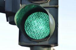 Lichtzeichenanlage - Bremsen während der Grünphase ohne zwingenden Grund