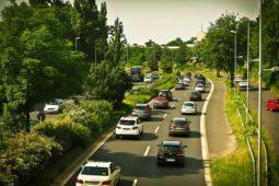 Verkehrsunfallhaftung und Schadensersatz bei Fahrspurwechsel