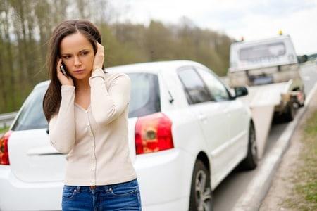Verkehrsunfall mit Folgen.  Das unerlaubte Entfernen vom Unfallort ohne sich um den Schaden zu kümmern ist kein Kavaliersdelikt. Wie verhalten Sie sich als Geschädigter richtig und was sollten Sie veranlassen?