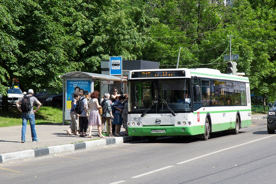 Sturz im Bus durch Bremsen