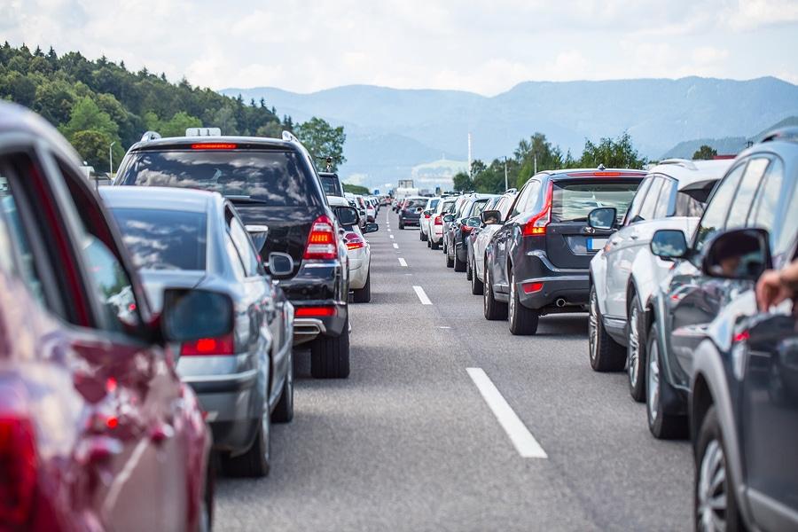 Haftungsverteilung bei Kollision im Zusammenhang mit dem Überholen einer Fahrzeugkolonne