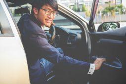 Verkehrsunfall: Unfall durch Öffnen der Beifahrertür