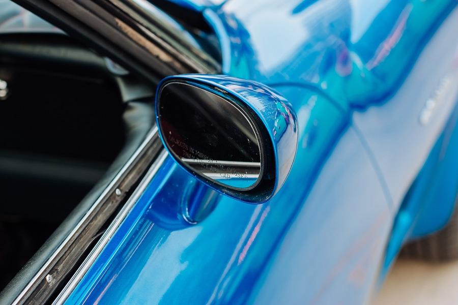 Beschädigung eines Außenspiegels durch die geöffnete Türe eines parkenden Fahrzeuges