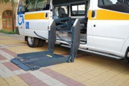Verkehrsunfall: Mietwagenkosten bei Reparatur eines beschädigten Rollstuhltransportfahrzeuges