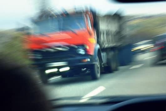 Verkehrsunfall: Schmerzensgeldanspruch bei offener Bursaverletzung und dauerhafter 10% Minderung der Erwerbstätigkeit