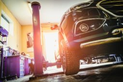 Verkehrsunfall: Kosten einer Markenwerkstatt bei fiktiver Abrechnung