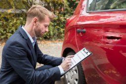 Verkehrsunfallprozess: Privatgutachten als qualifizierter Parteivortrag