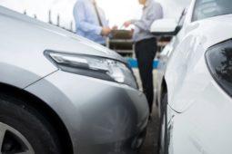 Verkehrsunfall in einer Engstelle - Haftungsverteilung