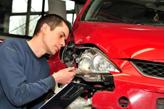 Verkehrsunfall: unberechtigte Abzüge bei Sachverständigenkosten