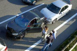 Verkehrsunfall - Verstoß gegen das Vorbeifahrgebot und das Rechtsfahrgebot