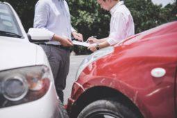 Verkehrsunfall - Veräußerung des Unfallfahrzeugs ohne Restwertangebot durch Schädiger