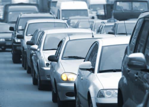 Verkehrsunfall - Überholen einer Fahrzeugschlange – Verhaltenspflichten