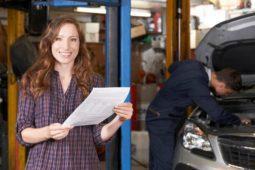 Verkehrsunfall: Erstattungsfähigkeit der Kosten einer Reparaturbestätigung