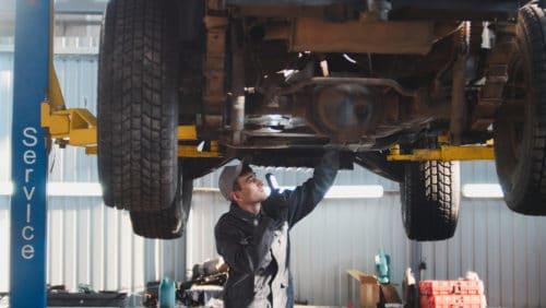 Verkehrsunfall - Reparatur mit Gebrauchteilen