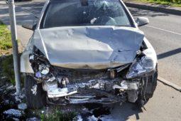 Verkehrsunfall - Einfahren eines Unfallbeteiligten von anderen Straßenteilen auf die Fahrbahn