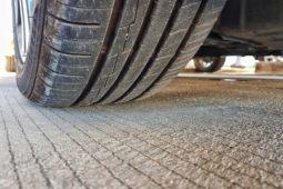 Verkehrsunfall - Mietwagenzusatzkosten für Winterreifen und Haftungsreduzierung