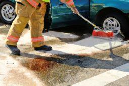Verkehrsunfall - Angemessenheit der Kosten für eine industrielle Straßenreinigung