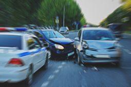 Verkehrsunfall - Haftungsverteilung bei Zusammenstoß im Zusammenhang mit Spurwechsel