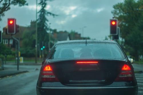 Verkehrsunfall – Pflicht zur Geschwindigkeitsreduzierung bei Annäherung an Kreuzung