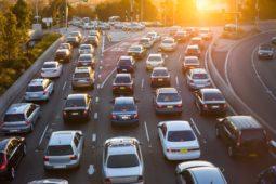 Verkehrsunfall beim Wechsel einer Fahrspur auf einer Verteilerfahrbahn