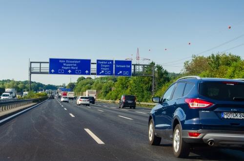 Verkehrsunfall - Geltung des Reißverschlussverfahrens beim Einfahren auf die Autobahn