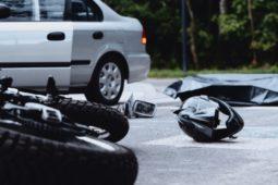 Verkehrsunfall - Vorfahrtsverletzung durch Linksabbieger - Schmerzensgeld Motorradfahrer