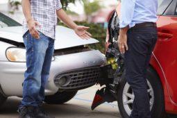 Verkehrsunfall - Einräumen der Unfallverursachung und Beweiswert der Schadensmeldung