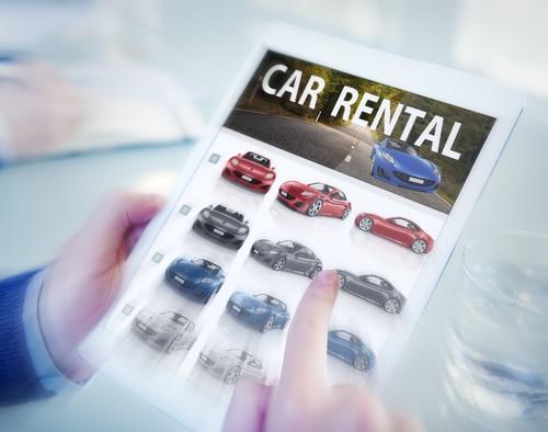 Verkehrsunfall - Ersatzfähigkeit von den Normaltarif übersteigenden Mietwagenkosten
