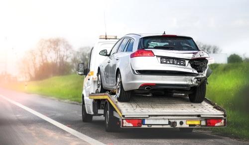 Verkehrsunfall - Erstattungsfähigkeit von Abschleppkosten