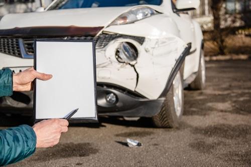 Verkehrsunfall - Erstattungsfähigkeit der Sachverständigengebühren und Nebenkosten