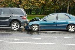 Atypischer Verkehrsverlauf bei einem Auffahrunfall auf der Autobahn