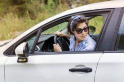 Verkehrsunfall - rückwärts aus Grundstück ausfahrenden und bevorrechtigten Fahrzeug