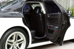 Verkehrsunfall - geöffnete Fahrertür eines parkenden Kfz